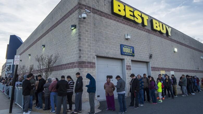 Como todos los años, Best Buy protagonizó una de las mayores filas de clientes ansisosos por comprar, en su mayoría, electrónicos.