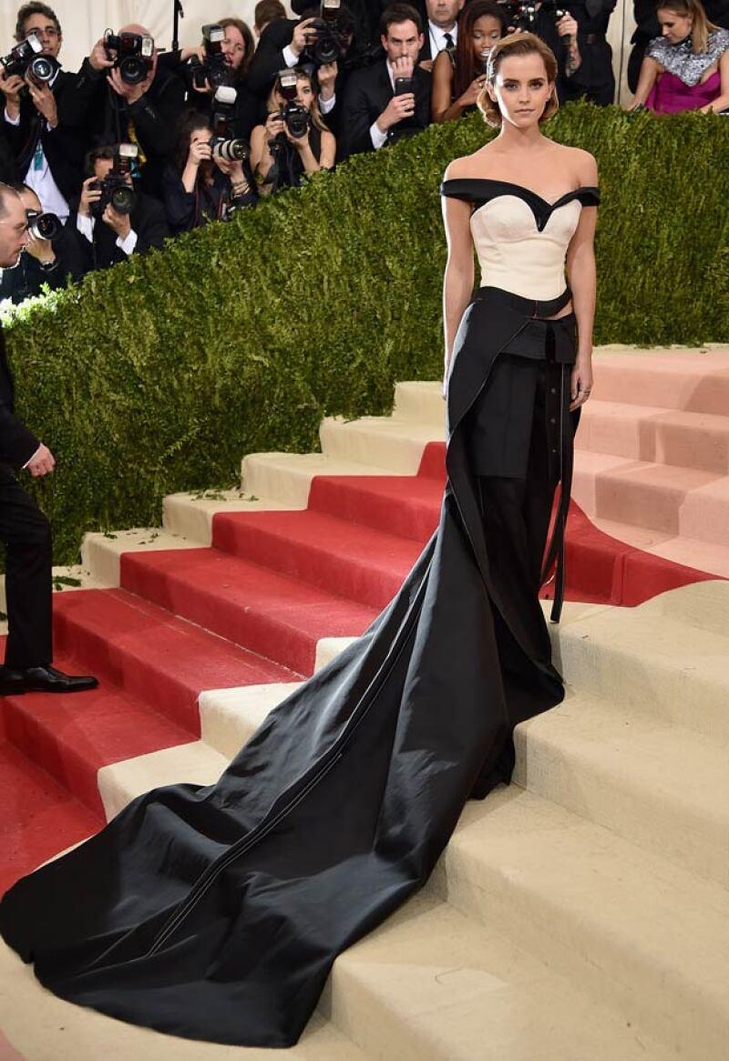 La actriz británica acertó con su look Calvin Klein que, por más que suene increíble, estuvo hecho de materiales reciclados.