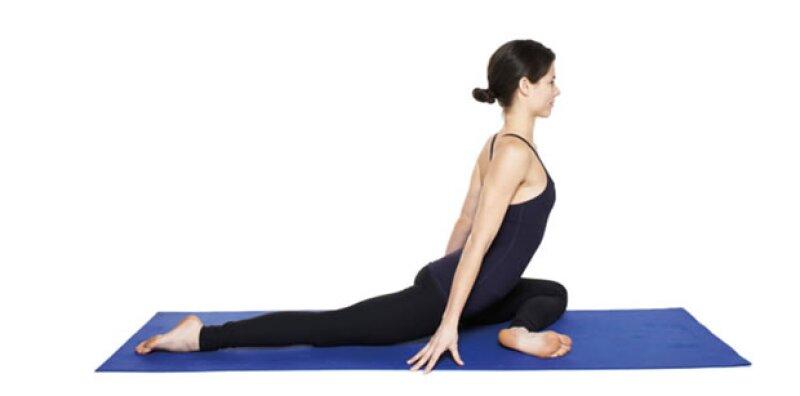 Yoga lovers y amantes de la cama: hicimos una lista de las poses que puedes hacer en la comodidad de tu cama. Te recomendamos hacerlas antes de dormir.