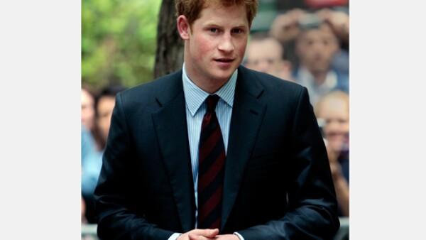 Carrie Reichert asegura que ella fue seleccionada junto a otros nueve jóvenes para unirse a la fiesta del miembro de la familia real, quien la invitó a estar a solas con él.