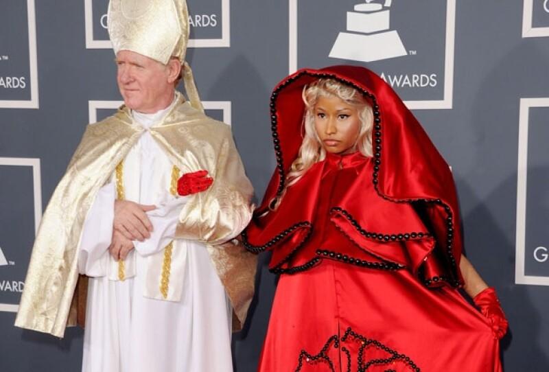 Nosotros seleccionamos a las 10 famosas que peor lucieron en los Grammy y nuestros lectores eligieron a la del peor look.