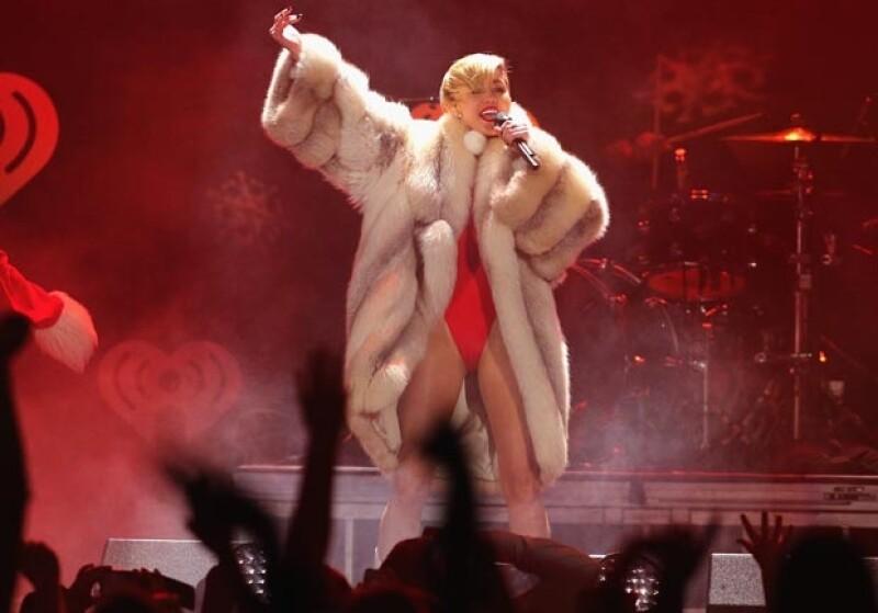 Miley se llevó el récord de haber sacado 9 veces la lengua en una misma presentación, el ya icónico performance de los VMAs.