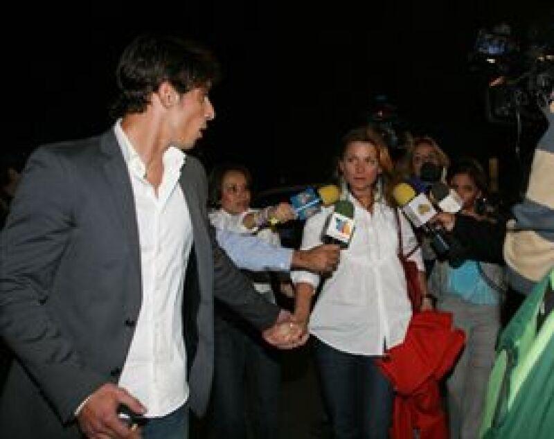 Los actores manifestaron su enfado porque a varios meses de haber dado a conocer su noviazgo, insisten en preguntarles sobre el tema.