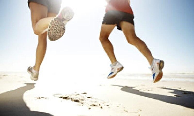 Ya sea que te estés preparando para una gran carrera o que estés comenzando a realizar una caminata rápida a la semana, hay un dispositivo de entrenamiento para ti. (Foto: Getty Images)