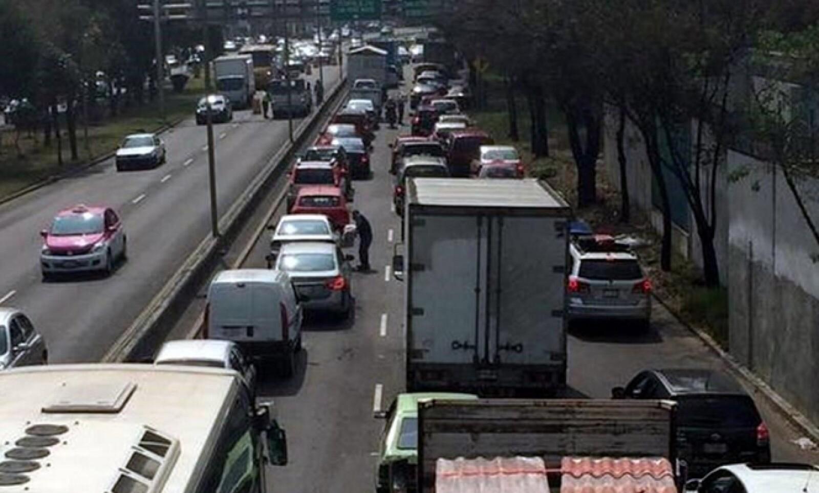 El tráfico se extendía hasta el Viaducto Tlalpan en la Ciudad de México, reportaron usuarios de redes sociales.