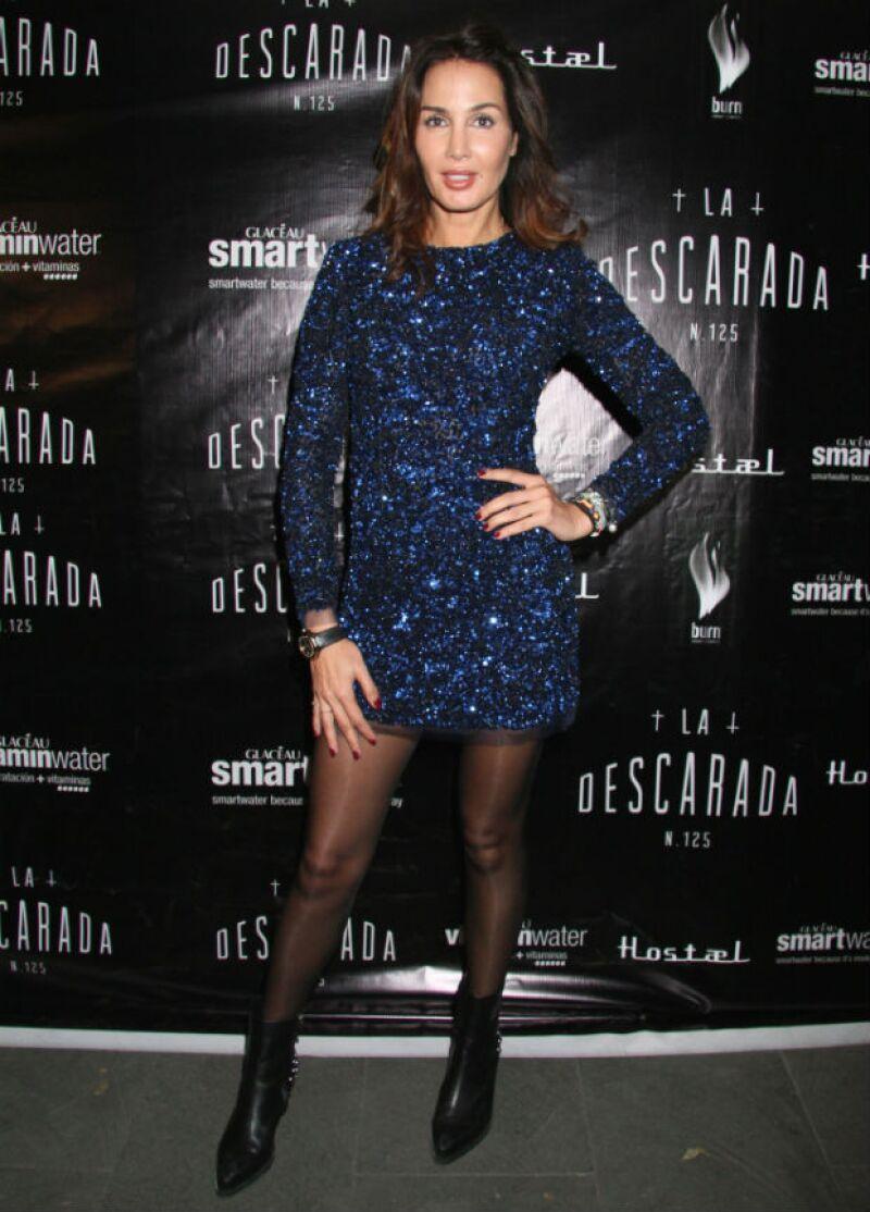 La actriz con un vestido vintage de Troquer.com y unas botas de Bárbara Bui.