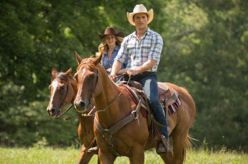 Scott Eastwood y Britt Robertson viven una de las historias de amor en la cinta.