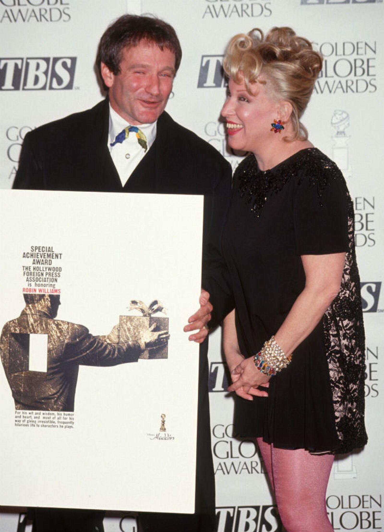 Bette Middler también compartía el buen sentido del humor con Robin. Aquí en los Globes de 1993.