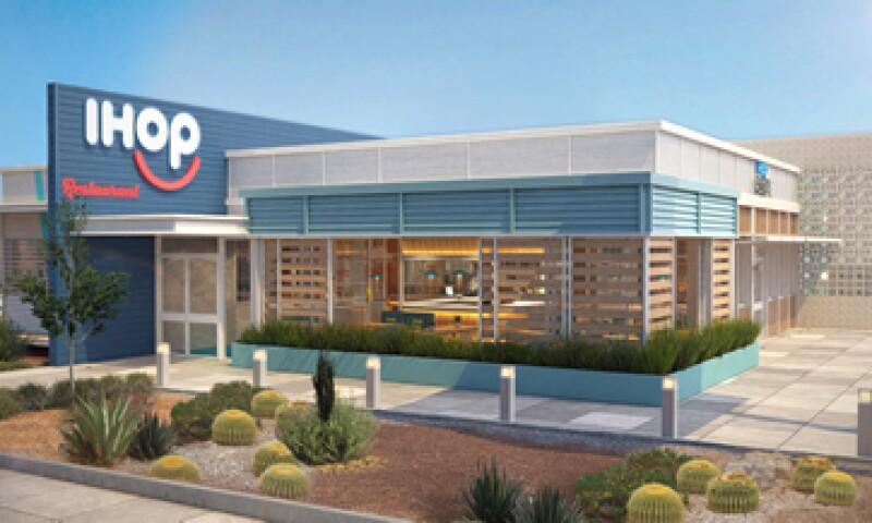 La empresa cambió el logotipo de sus restaurantes IHop de forma que sus dos últimas letras componen un rostro sonriente. (Foto: Cortesía DineEquity )
