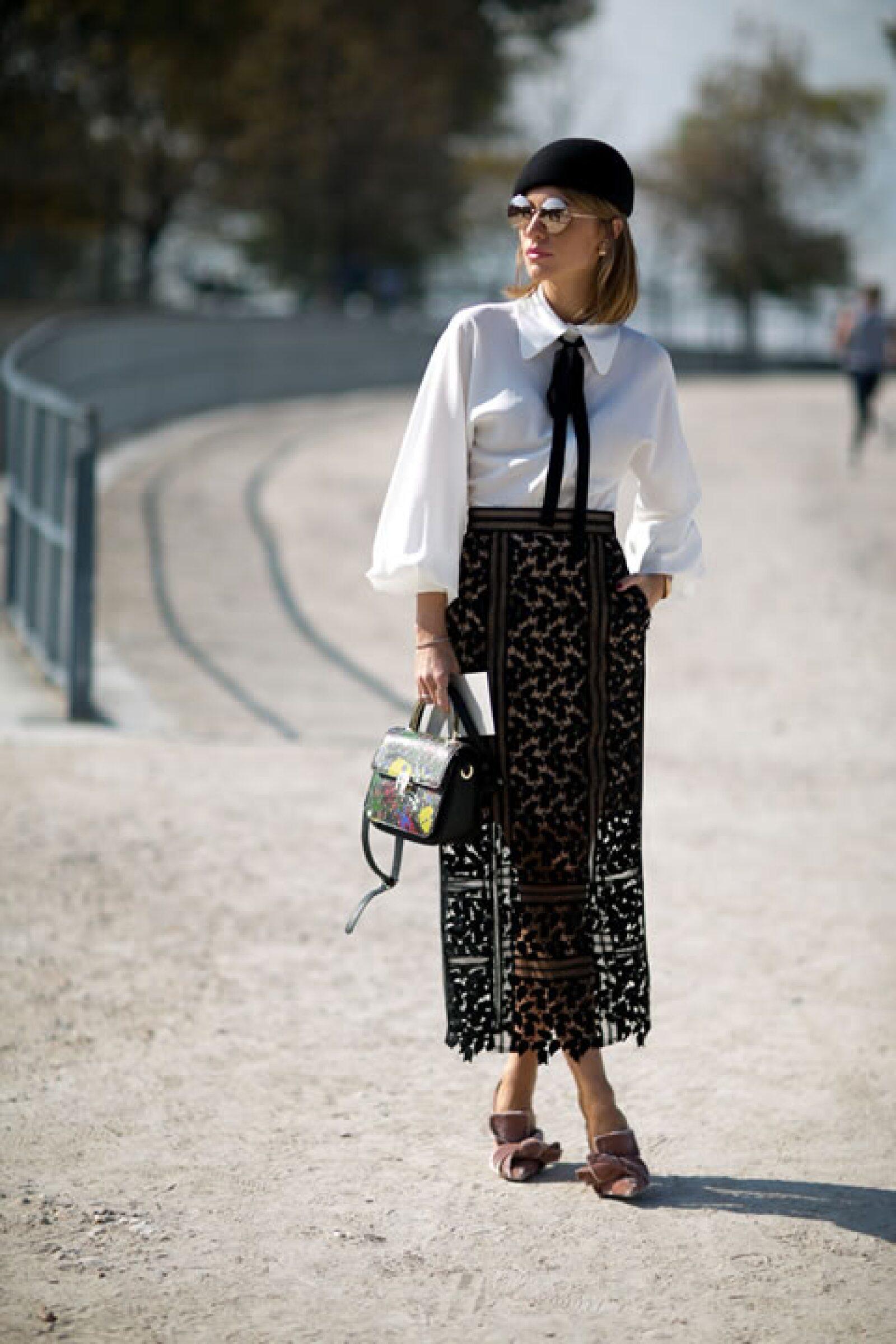 El look parisino perfecto se conforma de prendas clásicas con un twist moderno.
