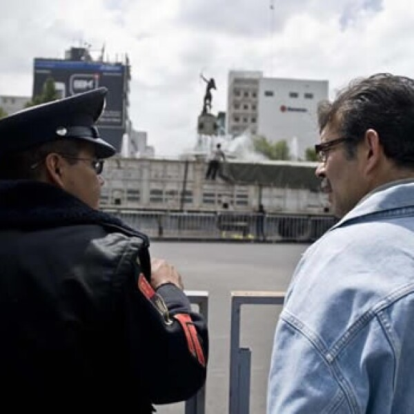 policia ciudadano glorieta diana cazadora bicentenario