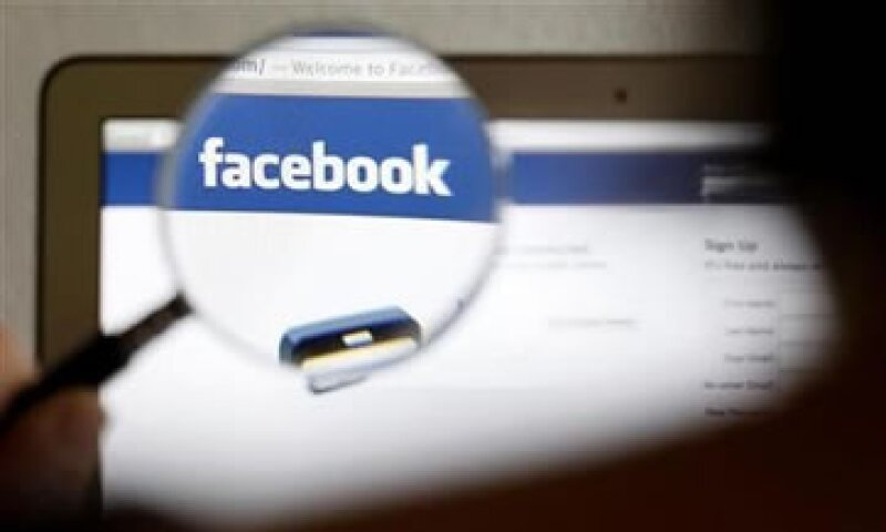Facebook dijo que también está cambiando la forma en que aplicaciones de terceros obtienen permiso para acceder a datos de los usuarios.  (Foto: Reuters)