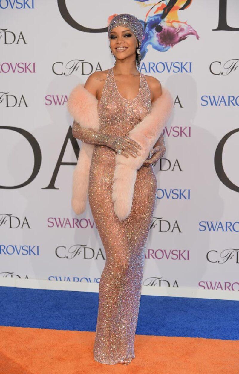 Este fue el revelador vestido que Rihanna usó en los CFDA.