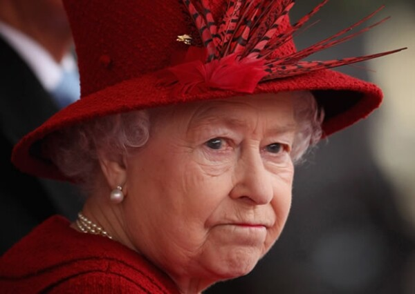 La página de la monarca en la red social recibió varios comentarios ofensivos en contra de la realeza británica, los cuales ya están siendo moderados.