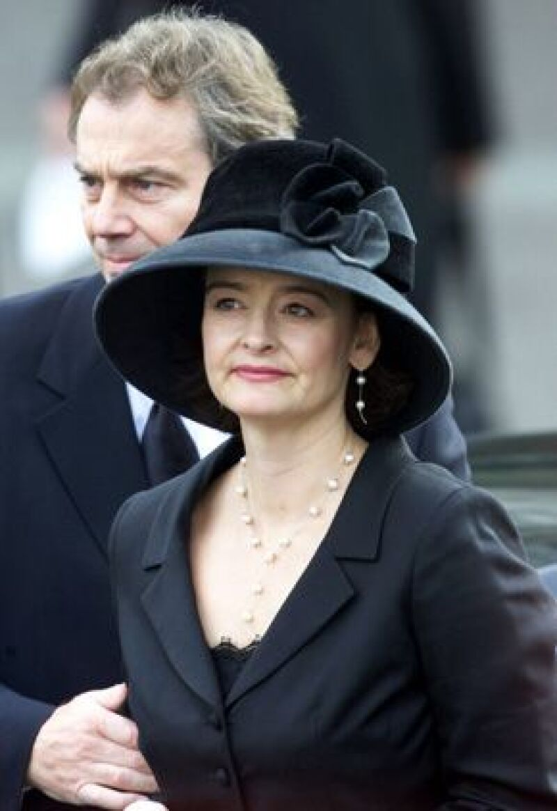 Una galería londinense pide unos 660 mil euros por un desnudo juvenil de la esposa del ex primer ministro británico Tony Blair.