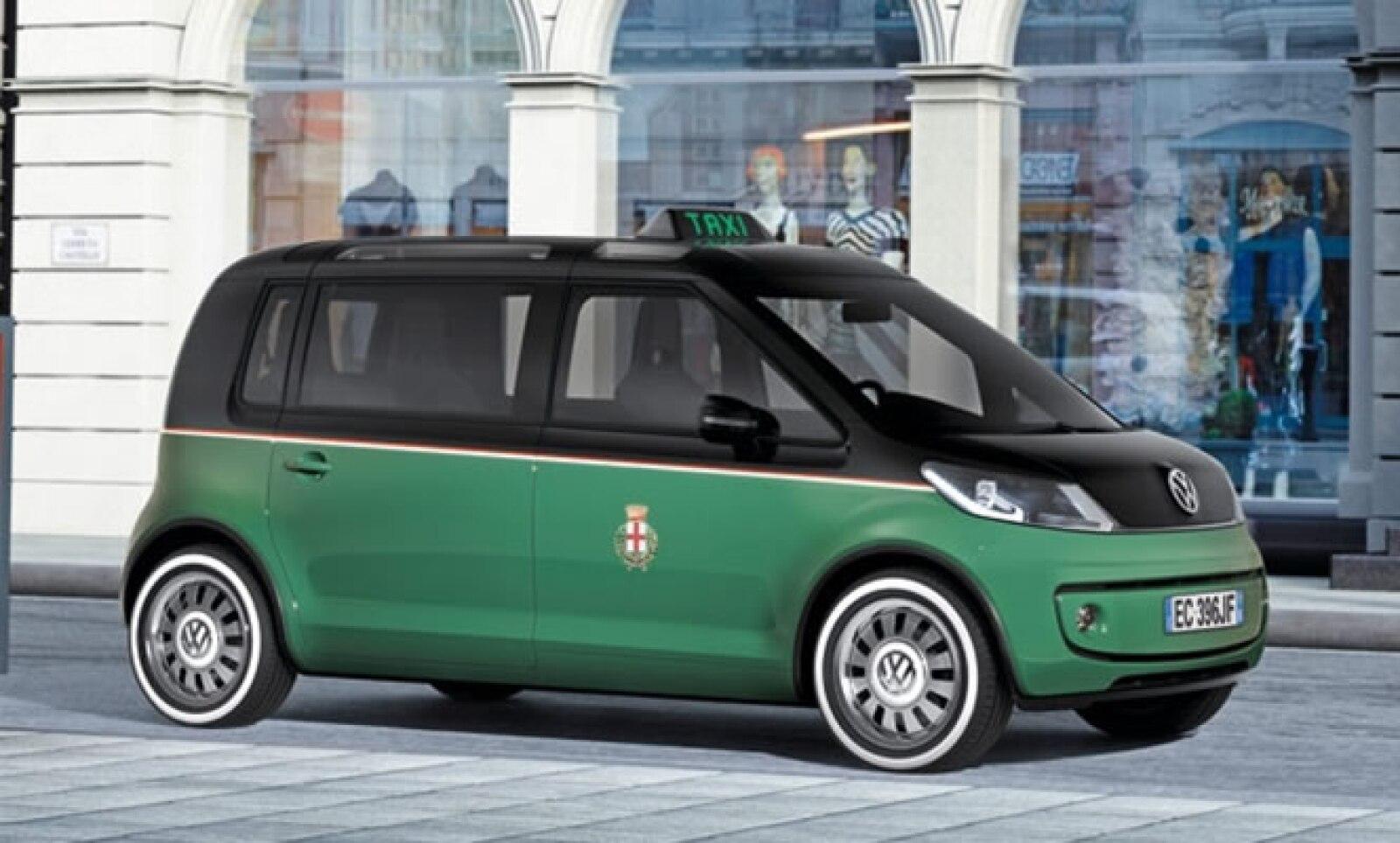 Adaptado a las necesidades de los taxistas y sus pasajeros, tiene innovaciones como una puerta giratoria y pantallas táctiles personalizables. Es impulsado por un motor eléctrico con una potencia máxima de 85 kW (constante de 50 kW) y se suministra de ene