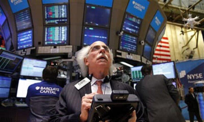 Leyes como la Sarbanes Oxley en EU provocó que varias firmas se deslistaran de las Bolsas de valores del país. (Foto: AP)