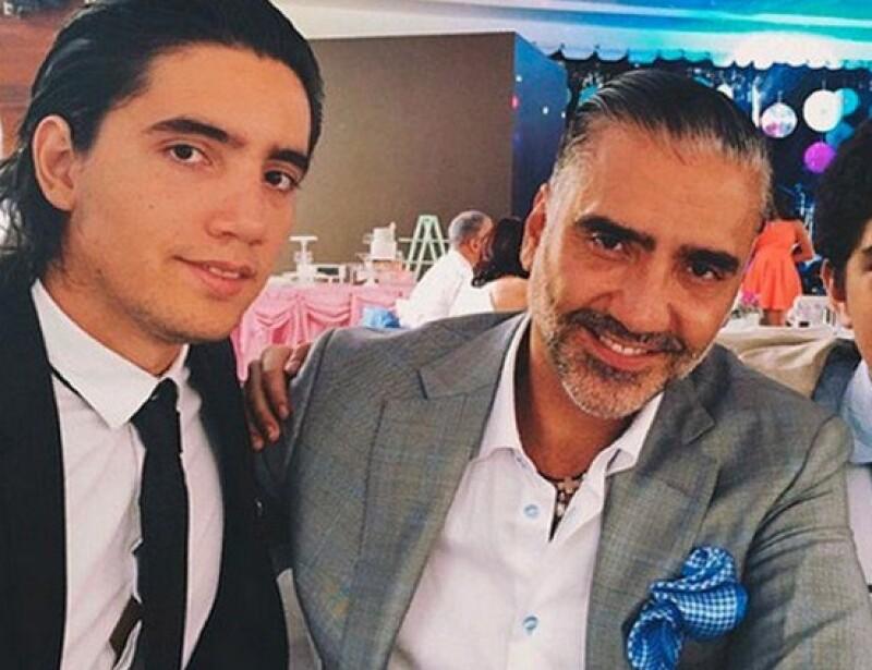 Alejandro Fernández Jr. está trabajando mucho para poder abrir en enero de 2016 su negocio, y se dice que su papá podría ser quien corte el listón en la inauguración.