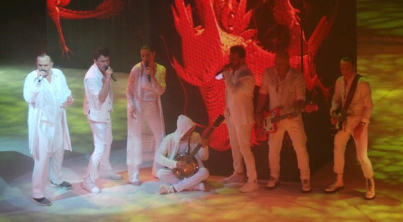 Miguel Bosé y sus músicos mostraron su química en escena.