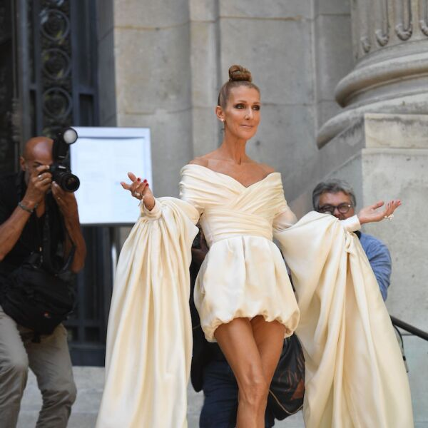 Celine en un vestido con mangas XL de Alexandre Vauthier