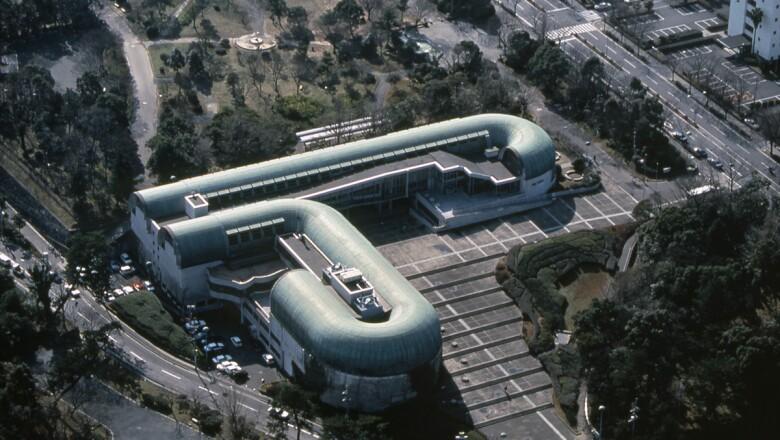 Kitakyushu Central Library, Fukuoka, Japón (1974)