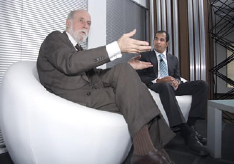Vinton Cerf, vicepresidente de Google (izq), visitó este miércoles Grupo Editorial Expansión. Aquí con Patricio Villalobos, director de GEE Interactive. (Foto: Duilio Rodríguez)