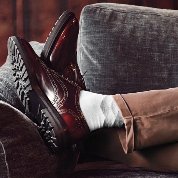 Zapatos, Burberry.  Pantalón, Barena para Silver Deer. Calcetines, Happy Socks para Liverpool.