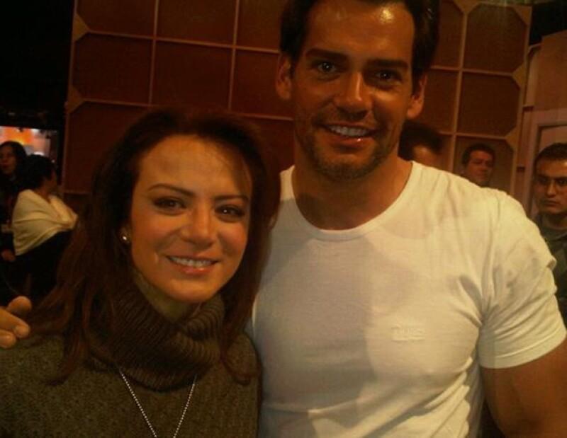 Silvia Navarro y Cristián de la Fuente durante la presentación de Amor Bravío en el Foro 10 de Televisa San Ángel.