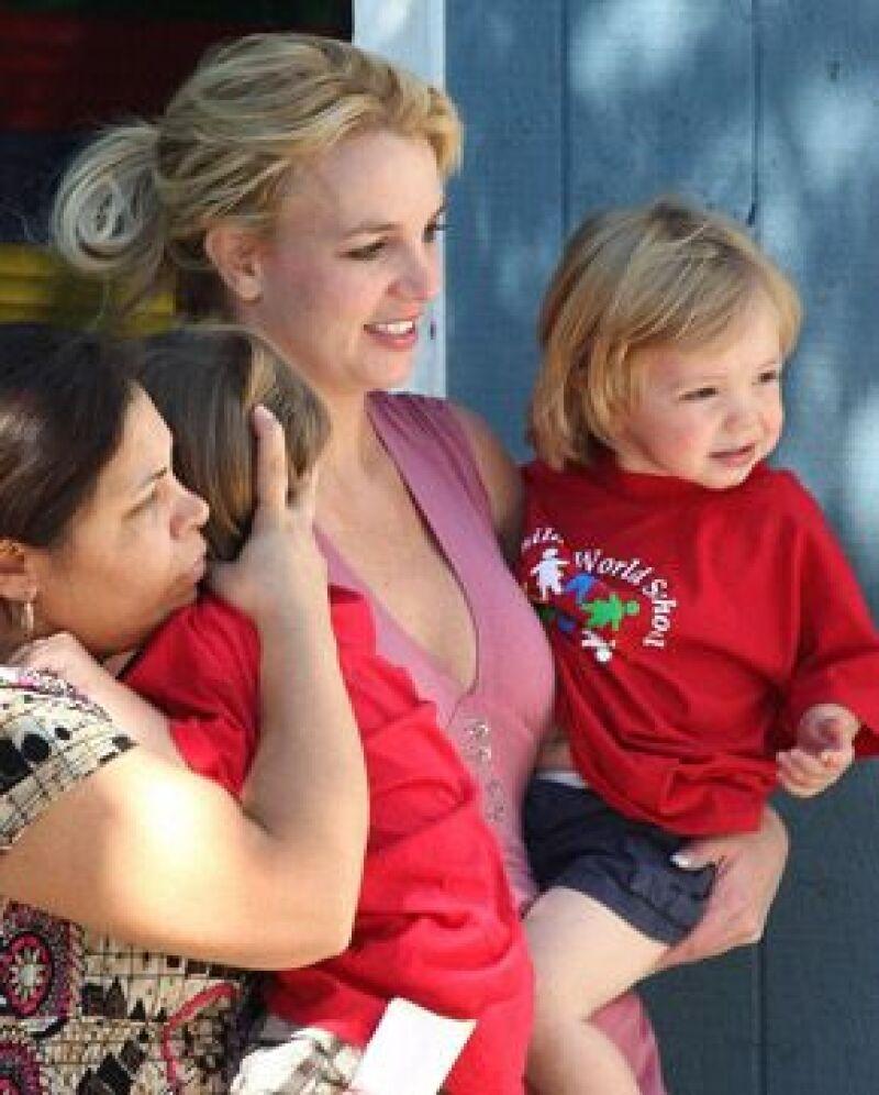 La cantante llevó a sus niños a su casa por primera vez desde que perdió su custodia.