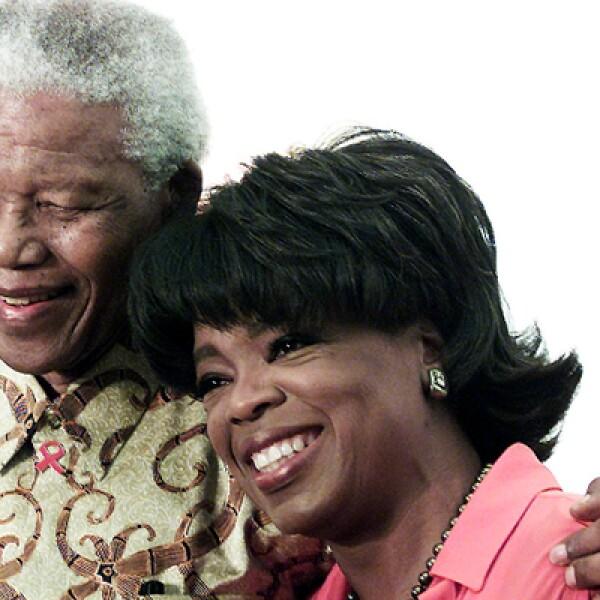 La lucha pacífica de Mandela contra al apartheid, por la cual pasó 27 años entre las rejas, y su liderazgo hacia una de las transiciones más importantes en Sudáfrica no escapó del cine. Entre las películas que se hicieron de este personaje se encuentran I
