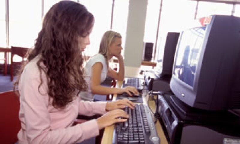 Un análisis detectó que uno de cada cinco correos que salen del Internet corporativo, tiene información que supone un riesgo legal, financiero o de cumplimiento para la firma involucrada.  (Foto: Thinkstock)