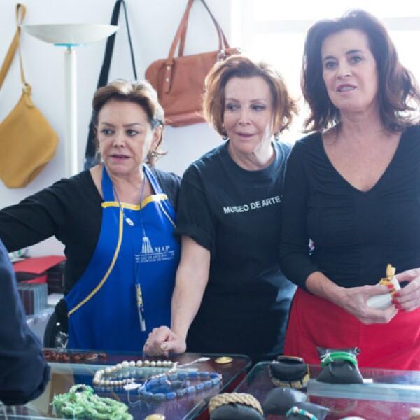Adriana Salinas, María Luisa Serna y Babis Orvañanos