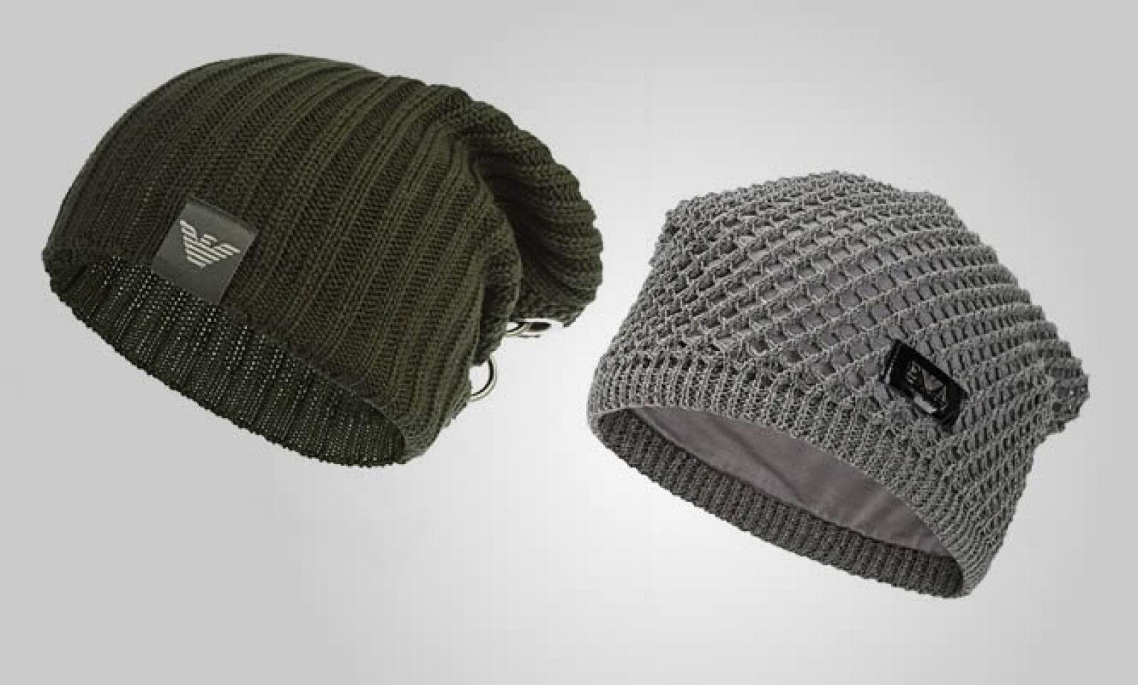 La firma también combina los tonos desérticos en sus sombreros y 'hoodies'.