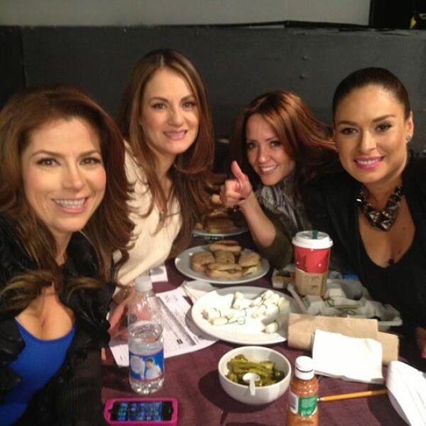 Con sus amigas Andrea, Flor Rubio y Alessandra, con quien también trabajó.
