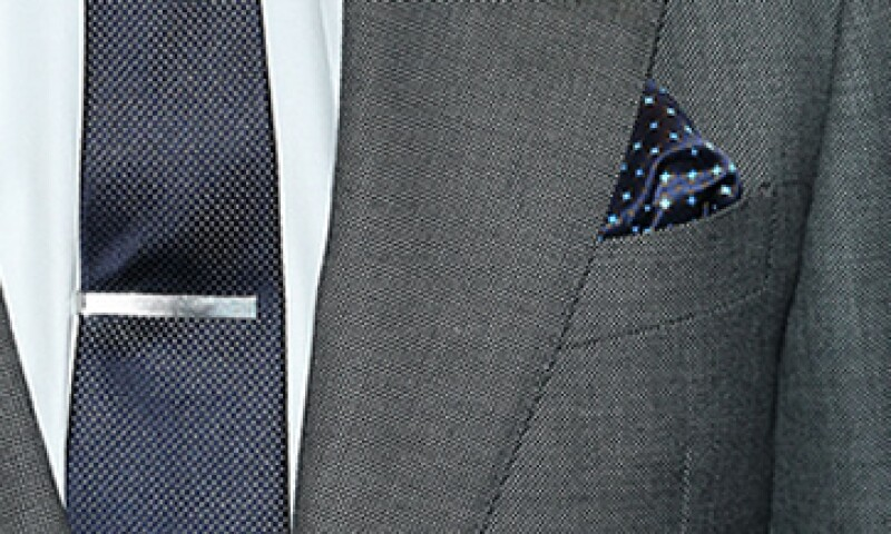 El pisacorbatas nunca debe ser más ancho que tu corbata.(Foto:L&S)