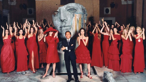 A lo largo de cinco décadas la firma Valentino ha sido sinónimo de elegancia, sofisticación y feminidad italiana.