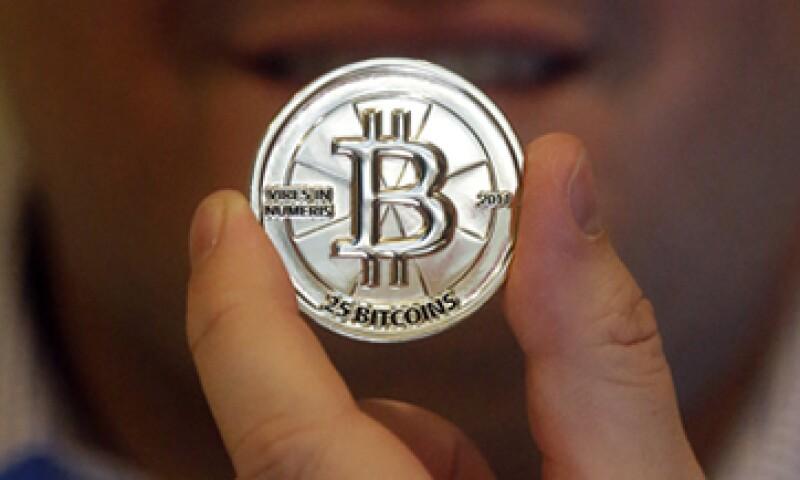 Los bitcóins son insustituibles: un hombre perdió 7.5 mdd en bitcóins sólo porque tiró a la basura un disco duro.    (Foto: Reuters)