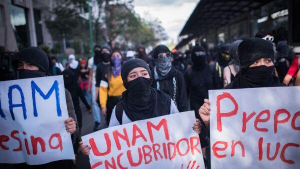 Estudiantes de la Prepa 9 marcharon desde el Parque La Bombilla hasta la rectoría de Ciudad Universitaria