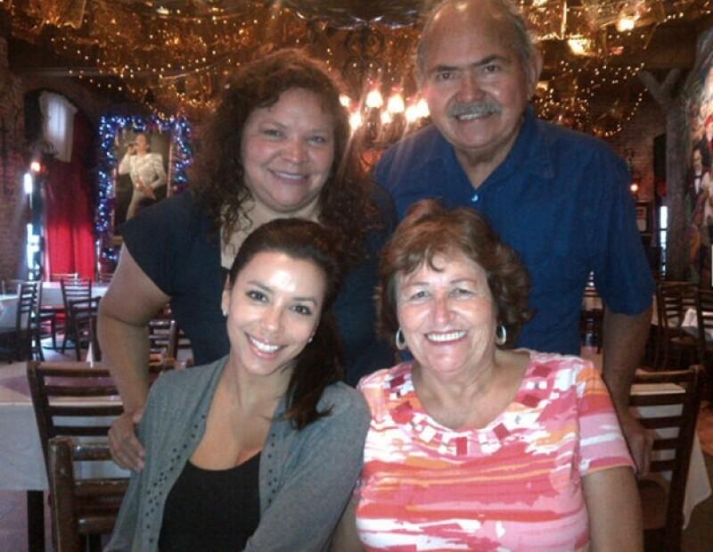La actriz celebró el cumpleaños de su mamá en San Antonio.