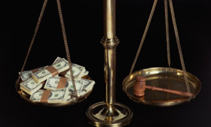 Los sobornos en todo el mundo podrían oscilar el 1 billón de dólares, lo que representa entre 2% y 3% de la economía global, según expertos. (Foto: Thinkstock)