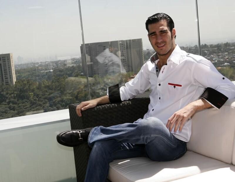 Miguel Torruco esperando a recibir su sesión de spa.