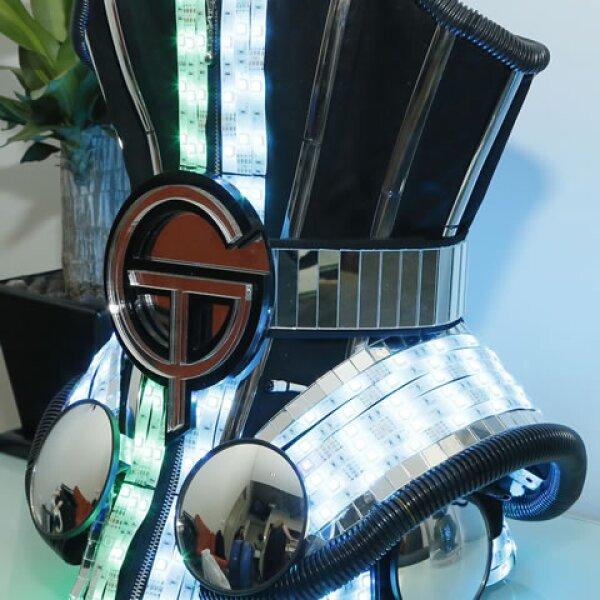 Este fue uno de los accesorios que captamos en el backstage de Gloria Trevi.