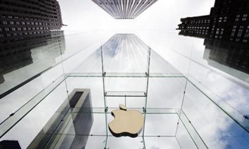 Las acciones de Apple cayeron en la jornada de este miércoles por debajo de 400 dólares por primera vez desde diciembre del 2011. (Foto: Reuters)