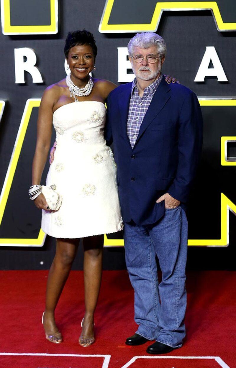 El cineasta en el estreno de Star Wars, junto con su esposa Mellody Hobson.