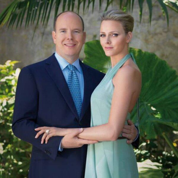 Para la foto oficial del compromiso, Charlene decidió usar un vestido verde agua con escote en la espalda y, al igual que Grace, su peinado fue recogido.