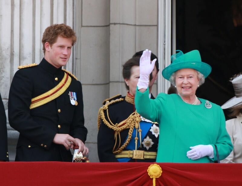 Príncipe Harry y reina Isabel II
