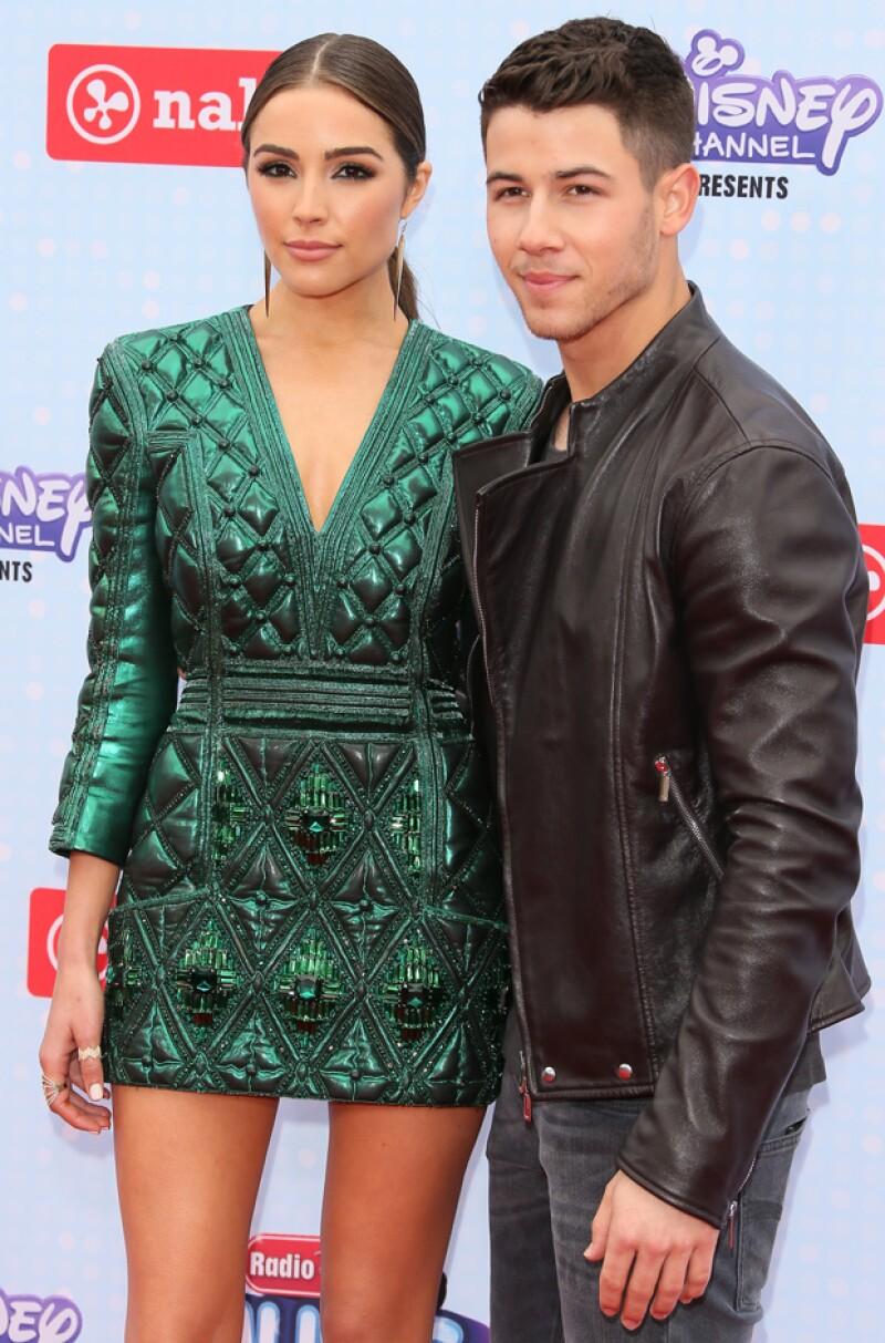 Según confirmó un medio estadounidense, el músico y la ex Miss Universo se separaron tras dos años de relación por cuestiones de tiempo y distancia.