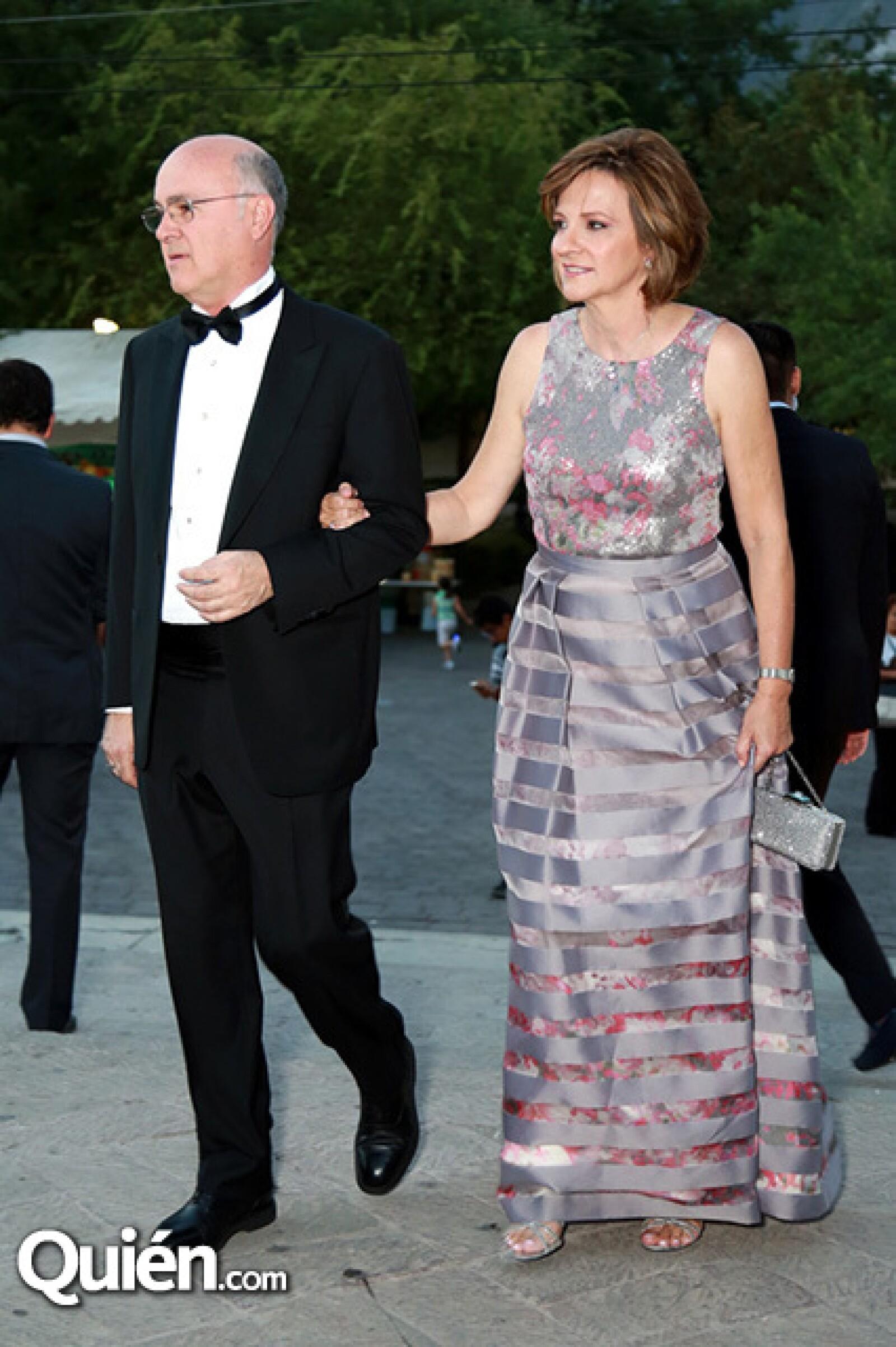 Luis Lauro González y Silvia Treviño de González.