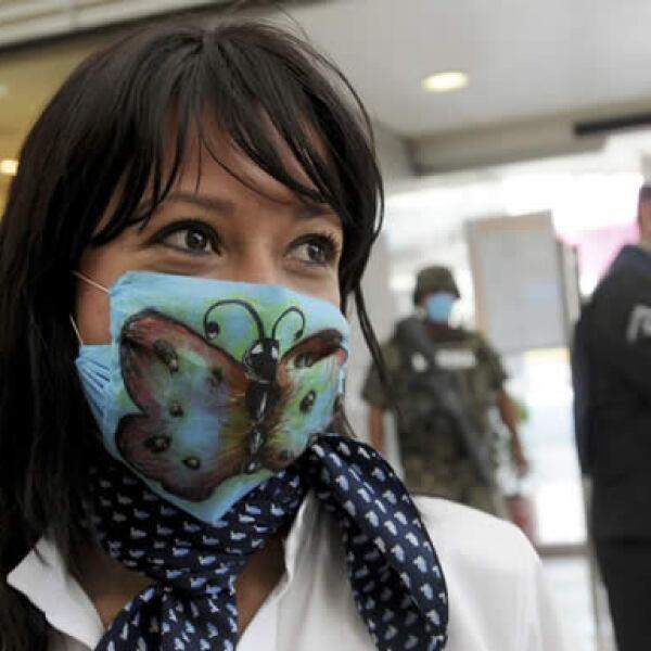 Debido al brote de gripe porcina, los tapabocas se han vuelto parte del atuendo en la Ciudad de México.