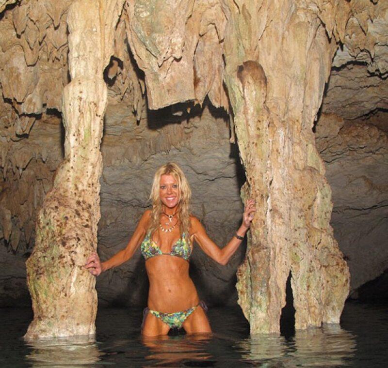 La actriz está de vacaciones en Tulum, donde aprovechó para ir a la playa, bucear y conocer los cenotes y cuevas del destino mexicano.